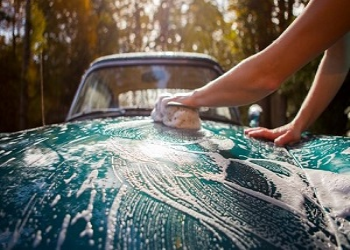 4 Common Car Washing Mistakes
