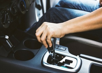 5 Not To Do Mistakes While Driving A Car With Manual Gearbox