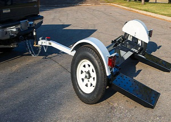 Tips to Tow a Car with Car Dolly