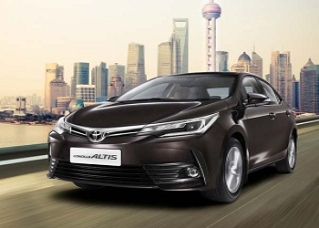 Toyota Launches 2017 Corolla Altis, Priced Rs. 15.87 lakh