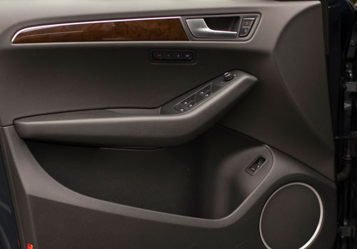 Audi Q5 Inside Driver Side Door Open Interior Picture