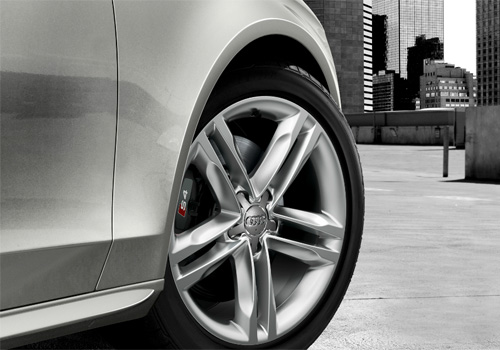 Audi S4 Wheel and Tyre Exterior Picture