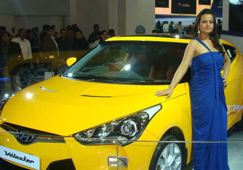 Hyundai Veloster Pictures