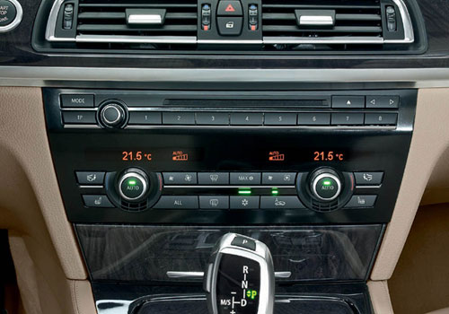 BMW 7 Series Stereo Interior Picture