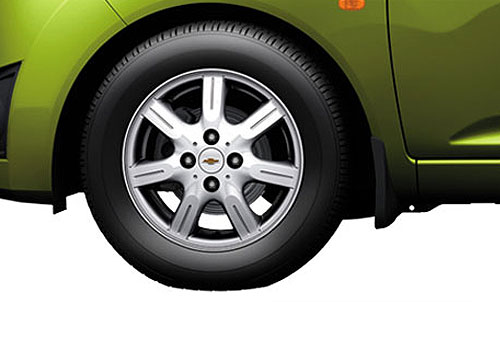 Chevrolet Beat Wheel and Tyre Exterior Picture