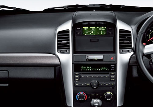 Chevrolet Captiva Front AC Controls Interior Picture