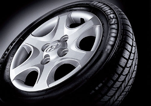 Hyundai Accent Wheel and Tyre Exterior Picture