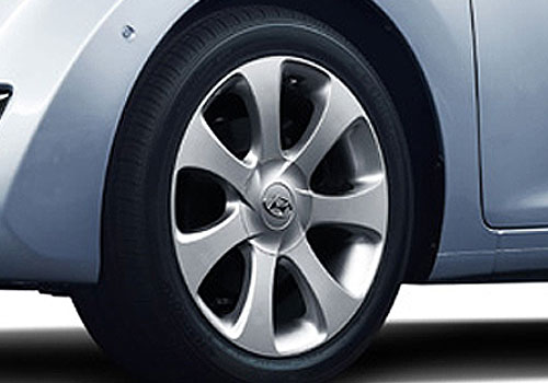 Hyundai Avante Wheel and Tyre Exterior Picture