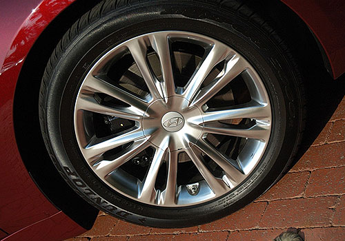 Hyundai Genesis Wheel and Tyre Exterior Picture