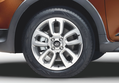 Hyundai i20 Active Wheel and Tyre Exterior Picture