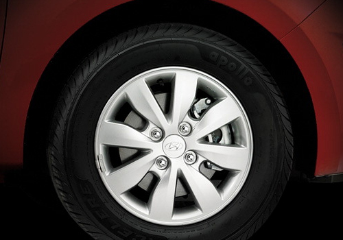 Hyundai i20 Wheel and Tyre Exterior Picture