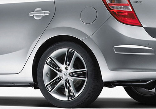 Hyundai i30 Wheel and Tyre Exterior Picture