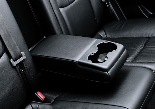 Hyundai i30 Cup Holders Interior Picture