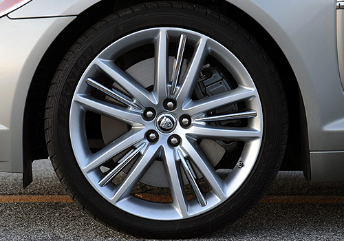Jaguar XF Wheel and Tyre Exterior Picture