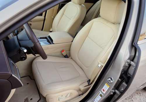 Jaguar XF Front Seats Picture