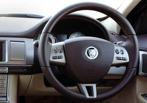 Jaguar XF Steering Wheel Picture
