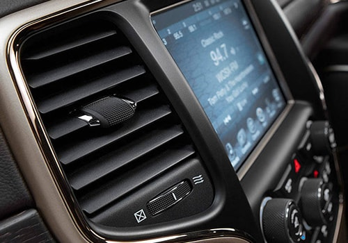 Jeep Grand Cherokee Front AC Controls Interior Picture