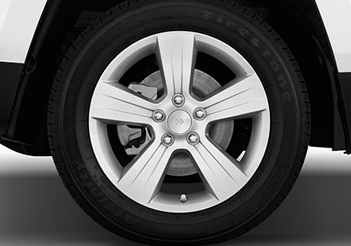 Jeep Patriot Wheel and Tyre Exterior Picture