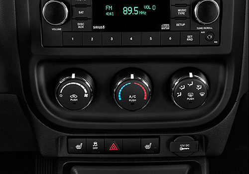 Jeep Patriot Front AC Controls Interior Picture