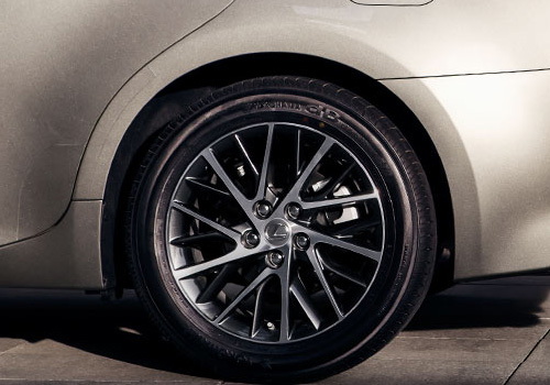 Lexus ES Wheel and Tyre Exterior Picture