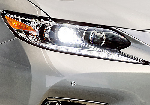 Lexus ES Headlight Exterior Picture
