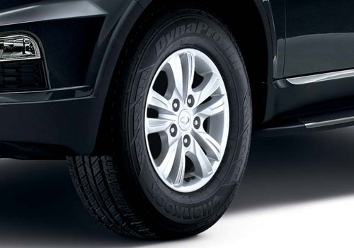 Mahindra Rexton Wheel and Tyre Exterior Picture