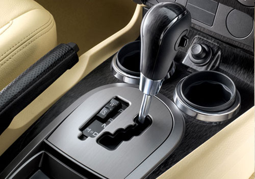 Mahindra Rexton Gear Knob Interior Picture | CarKhabri.com