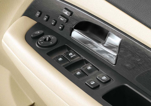 Mahindra Rexton Driver Side Door Control Interior Picture