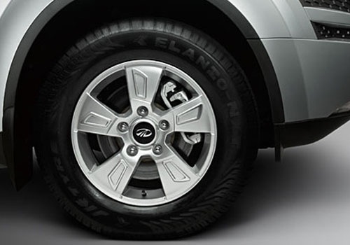 Mahindra XUV 500 Wheel and Tyre Picture