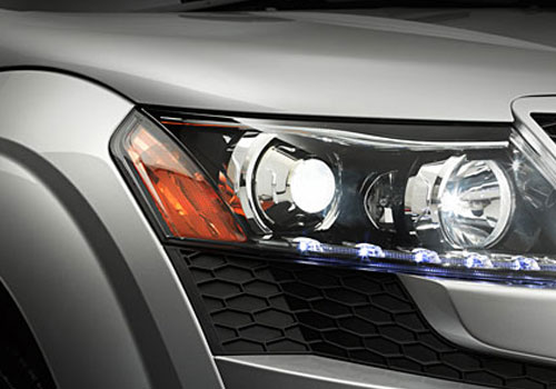 Mahindra XUV 500 Headlight Picture
