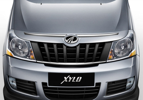 Mahindra Xylo Front Angle Low Wide Exterior Picture