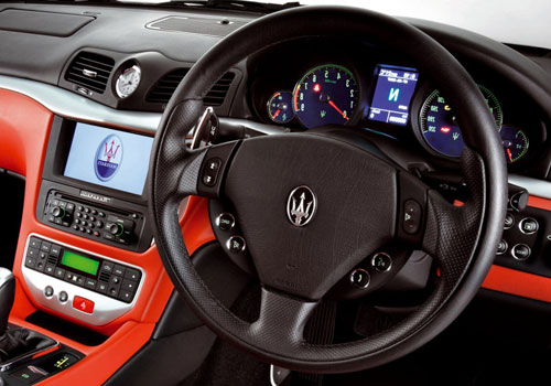 Maserati GranTurismo Steering Wheel Interior Picture