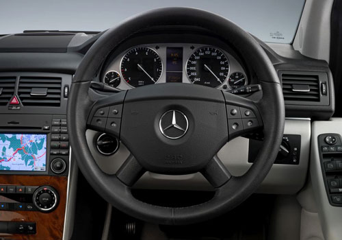 Mercedes Benz B Class Steering Wheel Interior Picture