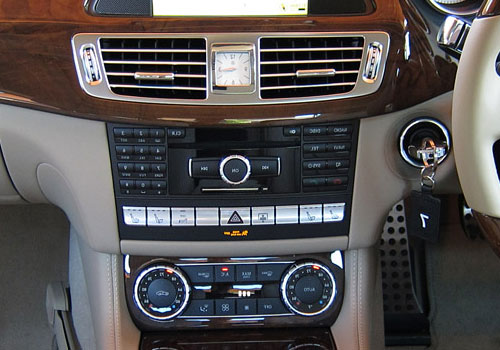 Mercedes Benz CLS Class Front AC Controls Interior Picture
