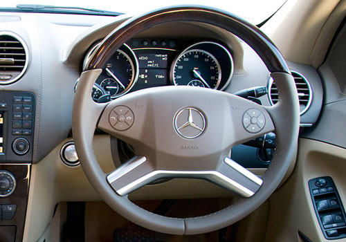 Mercedes Benz GL Class Steering Wheel Interior Picture