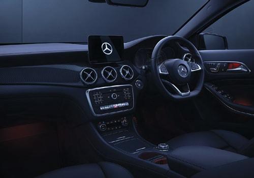 Mercedes benz gla class central control interior picture for Mercedes benz gla class interior