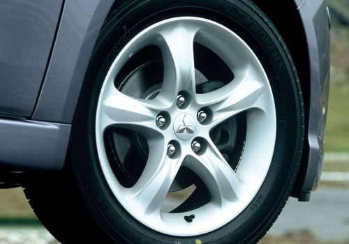 Mitsubishi Grandis Wheel and Tyre Exterior Picture