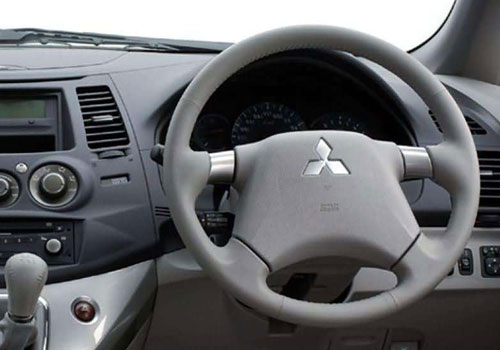 Mitsubishi Grandis Steering Wheel Interior Picture