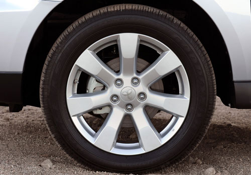 Mitsubishi Outlander Wheel and Tyre Exterior Picture