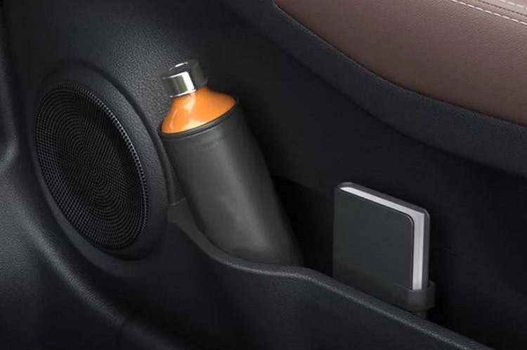 Nissan Kicks Cup Holders Interior Picture