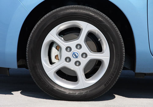 Nissan Leaf Wheel and Tyre Exterior Picture