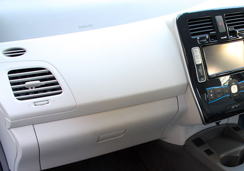 Nissan Leaf Side AC Control Interior Picture