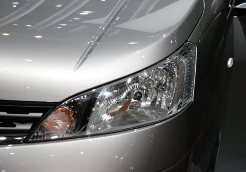 Nissan NV200 Headlight Picture