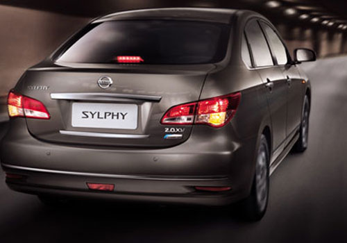 Nissan Sylphy Rear Angle View Picture