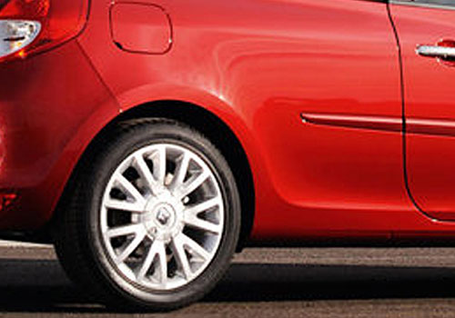 Renault Clio Wheel and Tyre Exterior Picture