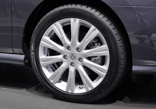 Renault Latitude Wheel and Tyre Exterior Picture