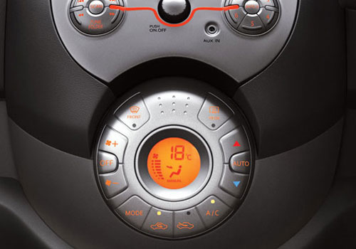 Renault Pulse Front AC Controls Interior Picture
