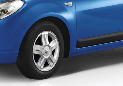 Renault Sandero Wheel and Tyre Exterior Picture