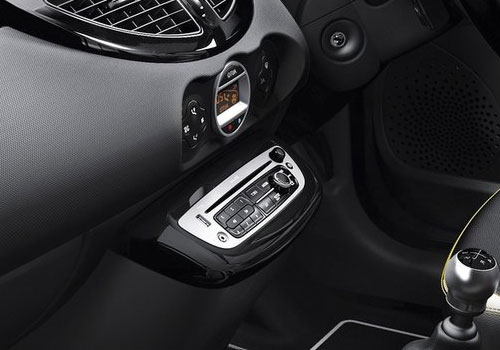 Renault Twingo Stereo Interior Picture