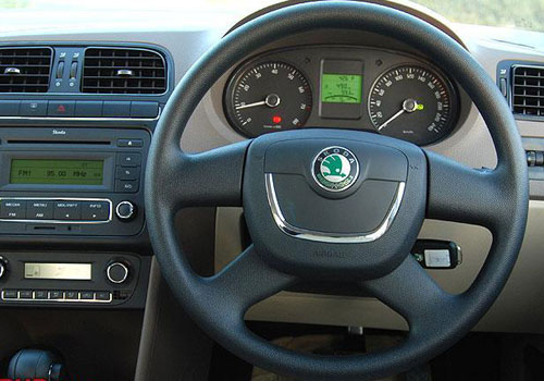 Skoda Rapid Steering Wheel Interior Picture | CarKhabri.com